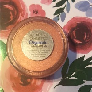 Addictive cosmetics blush
